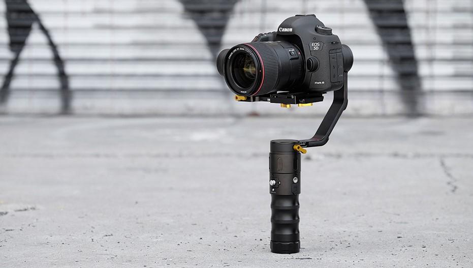 Artikelfoto 3 Achsen Stabilisierung für DSLR Kameras IKAN EC1 Modell 2017